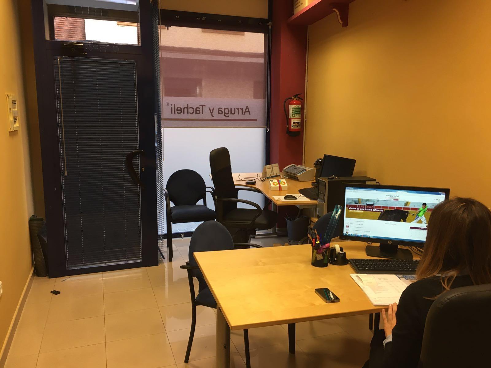 Nueva oficina de gestor a taurina en zaragoza arruga y for Oficinas de seur en zaragoza